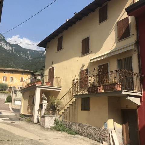 Brentino Belluno (VR) casa indipendente con terrazza