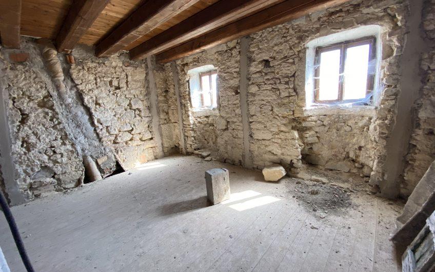 Velo Veronese palazzina da ristrutturare